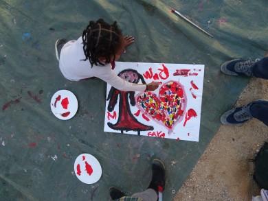 Des ateliers peinture sur bitume pour enfants